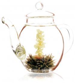 Erblüh-Tee – Faszinierender Blütenzauber in gläserner Kanne